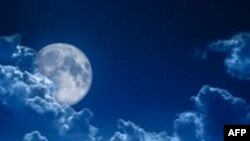 Những đường rãnh hẹp cho thấy có hoạt động địa chất trên mặt trăng
