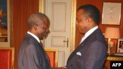 Bernard Kolelas (G), ministre wa yambo ya kala, akutani na président Denis Sassou N'Guesso na bozongi bwa ye na mboka, Brazzaville, Congo-Brazzaville, 14 novembre 2019.