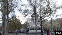 The Place de la Republique in central Paris, where anti-terrorism demonstrations were held last year. (L. Bryant/VOA)