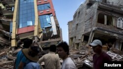 2015年5月12日尼泊尔加德满都7.3级地震袭击后倒塌的楼房
