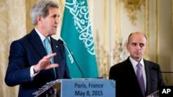 존 케리 미 국무장관(왼쪽)과 아델 알 주베이르 사우디아라비아 외무장관이 지난 8일 프랑스 파리에서 열린 걸프협력위원회에서 예멘에 대한 인도주의적 휴전 추진 계획을 발표하고 있다.