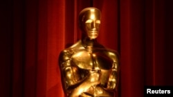 An Oscar statue is seen during the nominations announcements for the 88th Academy Awards in Beverly Hills, California, Jan. 14, 2016.