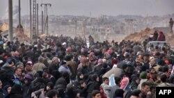 Жители Алеппо бегут из города. Сирия. 29 ноября 2016 г.