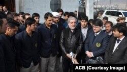 عبدالله عبدالله در میان بازیکنان تیم ملی کرکت افغانستان