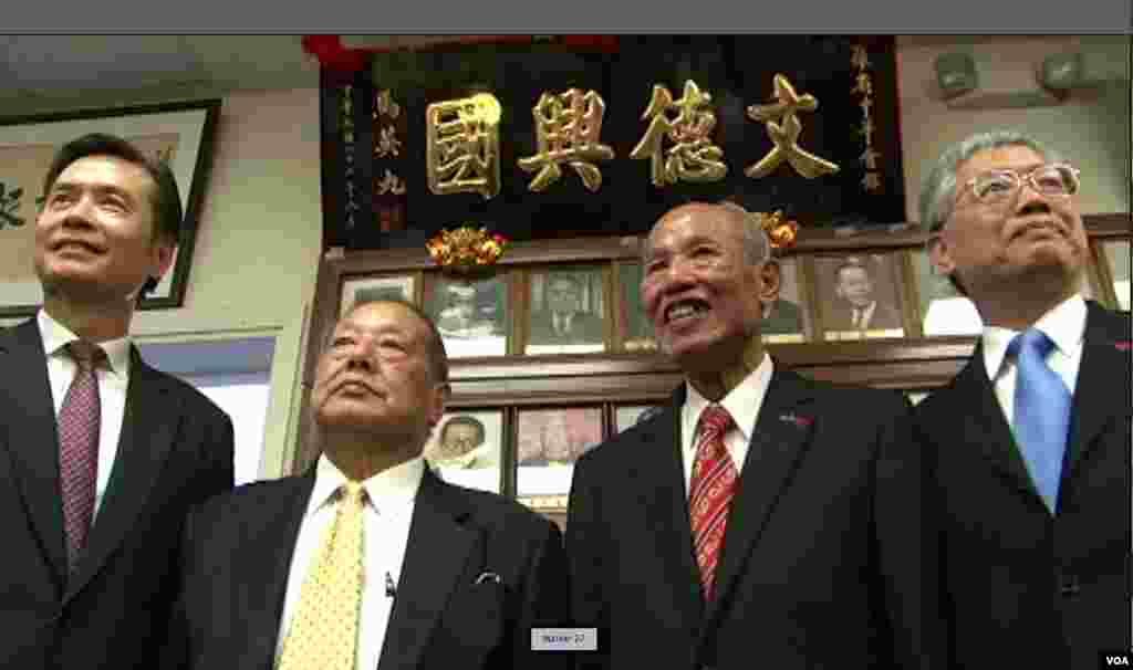左起金溥聪、马国威、侨领黄金泉、侨务委员长陈士魁(美国之音记者包小祥拍摄)