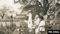 قائداعظم 21 مارچ 1948 کو ڈھاکہ میں ایک عوالی جلسے سے خطاب کر رہے ہیں۔ فائل فوٹو