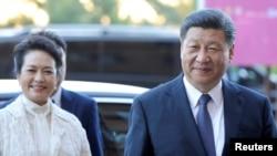 中国国家主席习近平和夫人彭丽媛2019年3月23日抵达意大利西西里议会大厦进行访问。
