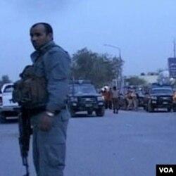 Pripadnik snaga sigurnosti Afganistana na ulici u Kabulu