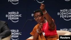 Oxfam genel müdürü Winnie Byanyima Dünya Ekonomik Forumunda konuşurken