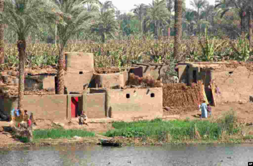 WHO GETS NILE WATERS? Sharing the waters of the 6,000-kilometer Nile River is getting harder every year as the majority of interested nations decide they need more to feed their people. The lion's share has always gone to Egypt and Sudan, arid countries