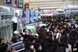 Las protestas en Hong Kong han afectado el curso normal de su aeropuerto internacional en semanas recientes.