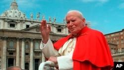 Paus Yohanes Paulus II di Vatikan pada 23 April 1997. (Foto: Dok)