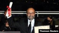 اصغر فرهادی با قهرمان جایزه بزرگ کن را به دست آورد - آرشیو