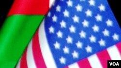 Azərbaycan və Amerika bayraqları