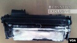 Salah satu paket berisi bahan peledak PETN yang dikirimkan dari Yaman dengan tujuan Amerika.