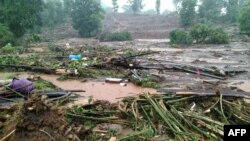 Puing-puing rumah di desa Taliye setelah tanah longsor di Mahad, distrik Raigad, Maharashtra, 23 Juli 2021. (NDRF / AFP)