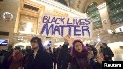 مظاهره کنندگان در ایستگاه مرکزی شهر نیویارک