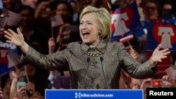 Hillary Clinton tocó una serie de temas unen a los demócratas en su discurso de victoria el martes por la noche.