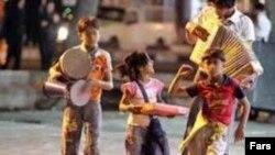 کودکانی که در خیابان ها با موسیقی دلها را خوش می کنند اما دل خود آنها...