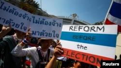 Người biểu tình chống chính phủ xuống đường tại thủ đô Bangkok.