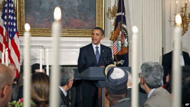 US President Barack Obama delivers remarks during the Iftar dinner, which celebrates the evening breaking of fast during the Muslim holy month of Ramadan, in the State Dining Room of the White House in Washington, DC, August 13, 2010 (file photo)