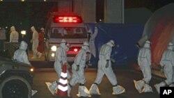 Medical staff arrive at Fukushima Medical University Hospital to treat radiation exposed workers from Tokyo Electric Power Co.'s Fukushima Daiichi Nuclear Power Plant, Fukushima City, Japan, March 24, 2011.