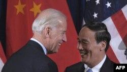Вице-президент США Джо Байден и вице-премьер КНР Ванг Кишан. Архивное фото. Май 2011г.