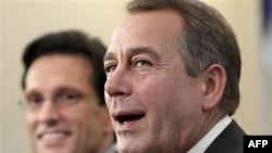 Lãnh tụ khối thiểu số tại Hạ Viện, John Boehner, phải, cùng Phó Trưởng khối Cộng hòa tại Hạ Viện, Eric Cantor, nói về những thay đổi trong cán cân quyền lực của Quốc hội, 3/11/2010