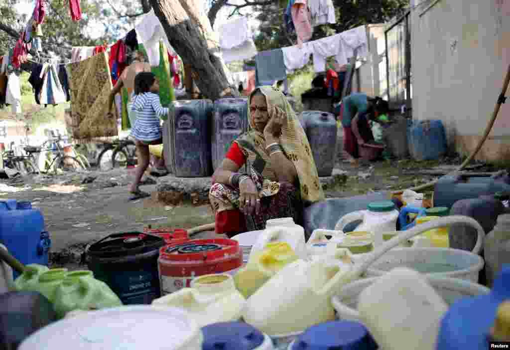 جاٹ برادری کے احتجاج سے دہلی میں پانی کی فراہمی میں مشکلات درپیش ہیں اور شہر کے مختلف حصوں میں پانی کے سینکڑوں ٹینکرز بھیجے جا رہے ہیں۔