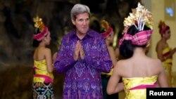 Američki državni sekretar Džon Keri na zvaničnoj večeri za učesnike samita APEK-a na Baliju