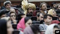 Para legislator Afghanistan menolak 10 nama pilihan Presiden Ashraf Ghani untuk kabinet baru, Rabu 28/1 (foto: dok).