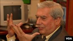 El premio Nobel de Literatura, Vargas Llosa que dijo que tiene las mismas ilusiones de siempre en sus proyectos aunque ahora le falta tiempo