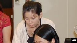 来自深圳的学员范京蓉(右)