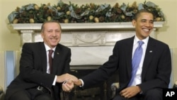 President Barack Obama shakes hands with Turkish Prime Minister Recep Tayyip Erdogan in the Oval Office of the White House in Washington, Monday, Dec. 7, 2009.
