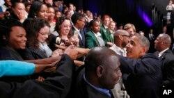 奥巴马在南非索韦托主持市政厅会议,受到热烈欢迎