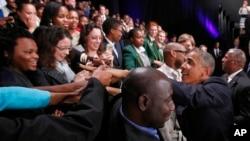 Presiden AS Barack Obama bertemu para pemimpin muda Afrika Selatan di University of Johannesburg, Soweto (29/6).
