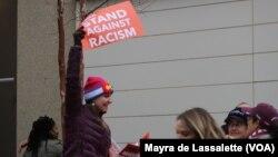 2017年1月21日,基督教女青年会(YWCA)在华盛顿的女性大游行上抗议种族主义(资料图)