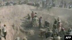 Ghana dành cho các công ty nước ngoài quyền khai thác vàng, bauxite và mangan nhưng không làm gì nhiều để bảo vệ các cộng đồng bị ảnh hưởng.