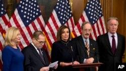 د کانگرس په هاوس اف رېپرېزېنټېټیوز یا ایوان نمایندگان کې ډیموکرېټک گوند اکثریت لري او د ایوان سپېکرې د ډیموکرېټک پارټۍ نینسې پلوسي په یو بیان کې د قرارداد د منظورولو اعلان وکړو