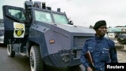 Un policier congolais patrouille à Kinshasa, le 19 septembre 2016. (Photo d'illustration)
