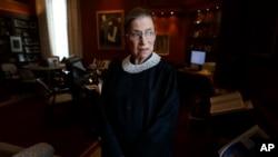 Thẩm phán Ruth Bader Ginsburt nói vụ quyết định này có khả năng gây ảnh hưởng sâu rộng, nó sẽ đặt nhân viên không đồng ý với quan điểm tôn giáo của chủ nhân vào một thế bất lợi