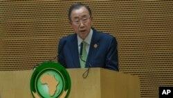 Le secrétaire général de l'Onu, Ban Ki-moon, au QG de l'Union africaine, Addis-Abeba, le 30 janvier 2016. (AP Photo/Mulugeta Ayene, File)