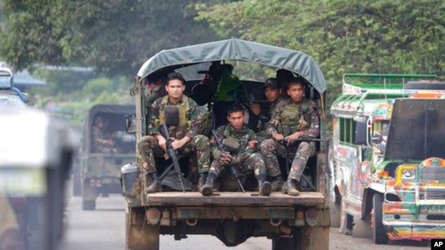 Binh sĩ Philippines ở ngoại ô thành phố Marawi.