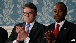 Rick Perry, y Ben Carson en el Capitolio el 28 de febrero de 2017, antes del discurso del presidente Donald Trump al pleno del Congreso.