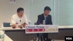藏人行政中央司政洛桑森格博士(右)與公民力量創始人楊建利博士在對話會上。(美國之音海倫拍攝資料照)