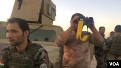 កងកម្លាំង Peshmerga អង្កេតការប្រយុទ្ធកាលពីថ្ងៃទី២០ តុលា ២០១៧ ក្នុងទីក្រុង Altun Kobri តំបន់ជម្លោះនៅភាគខាងជើងប្រទេសអ៊ីរ៉ាក់។
