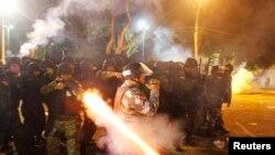 星期四至少1百萬人在巴西等數十個城市舉行集會﹐而里約熱內盧警察發射催淚彈,試圖壓制抗議者。