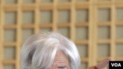 Menteri Keuangan Perancis, Christine Lagarde dalam konferensi pers di Paris saat mengumumkan pencalonannya sebagai Kepala IMF (25/5).