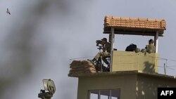 Turski vojnici nadgledaju granicu izmedju Turske i Sirije
