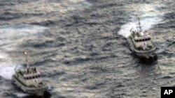조어도 해역에서 중국 어선을 추적하는 일본 행상보안청 함정들 (자료사진)